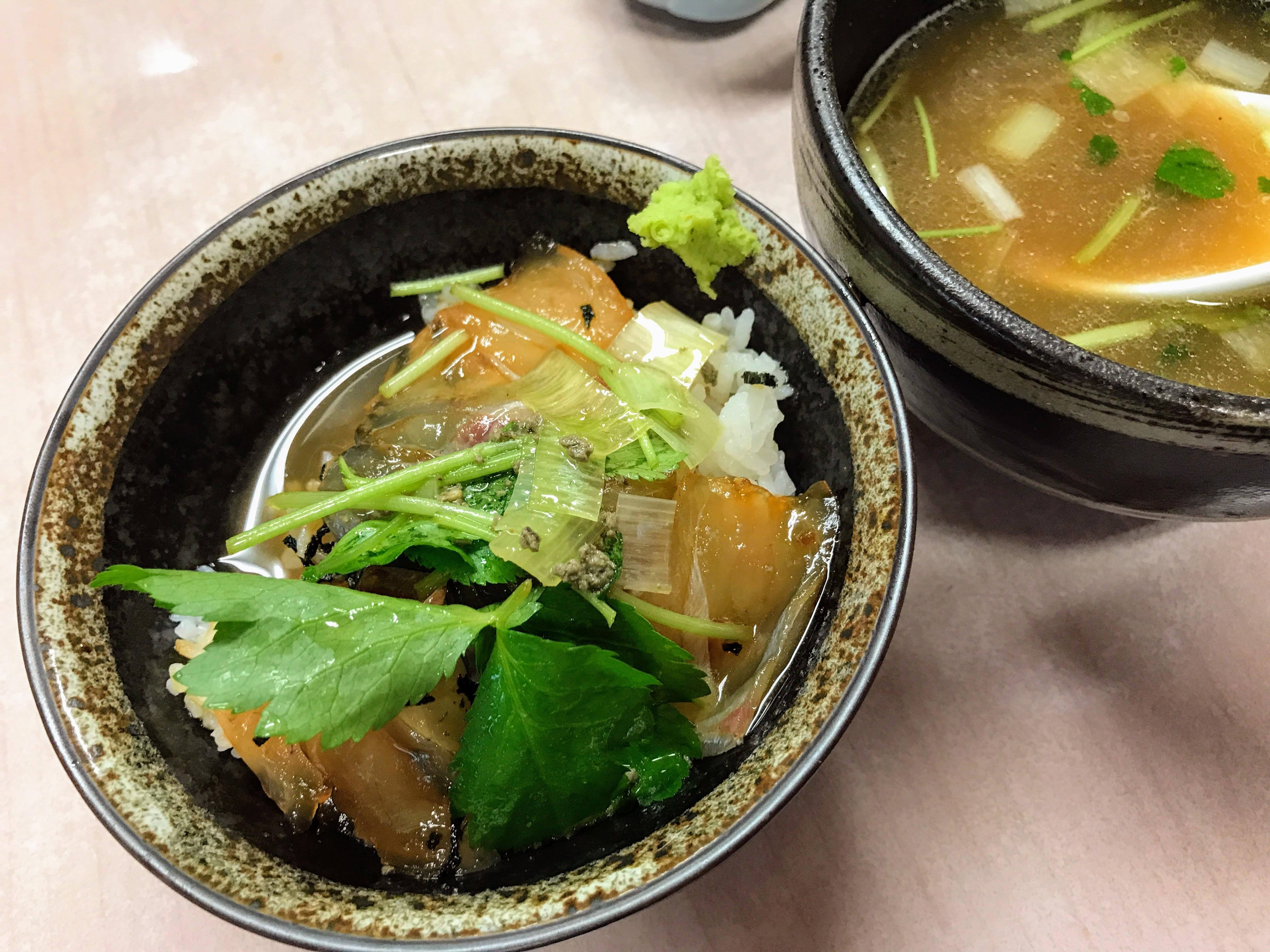 スープを入れて鯛茶漬けのように味わう